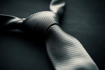 corbata de color gris